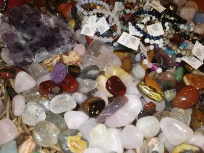 Minerální kameny a šperky